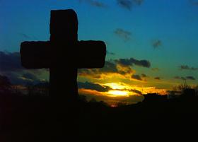 Ellesborough_churchyard_algo_flickr